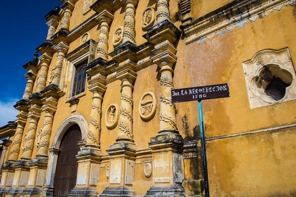 Iglesia la Recolecciòn right @Leòn