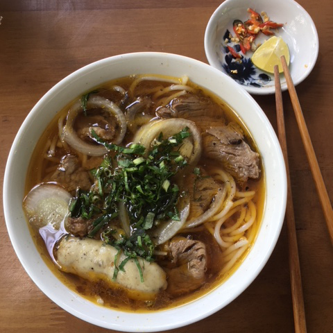 Pho soup - vietnamesiche Frühstückssuppe